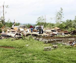 Le chalet de Mario Rosa et Marie-Laure Bilodeau n'a pu résister à la force des vents qui ont balayé la municipalité de Sainte-Anne-du-Lac, dans les Laurentides, hier.