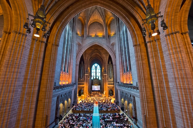 Un concert a été offert aux passagers à la cathédrale de Liverpool.