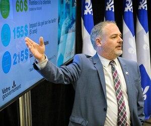 Les clients résidentiels, mais également les commerces et les industries d'Hydro-Québec, vont recevoir un rabais lors de leur première facture en 2020, s'est félicité le ministre de l'Énergie, Jonatan Julien.