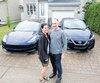 Valérie Mongrain et Alexandre Lebel ont chacun opté pour une auto électrique l'automne dernier, une Tesla modèle 3 et une Leaf de Nissan, en profitant du rabais provincial de 8000$ et de 2000$ de la Ville de Laval où ils habitent.