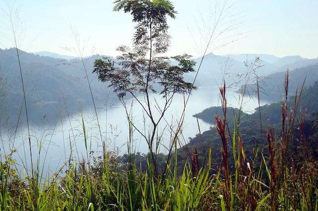 Lac Hanabanilla vu du sentier El Mirador dans la Sierra del Escambray.