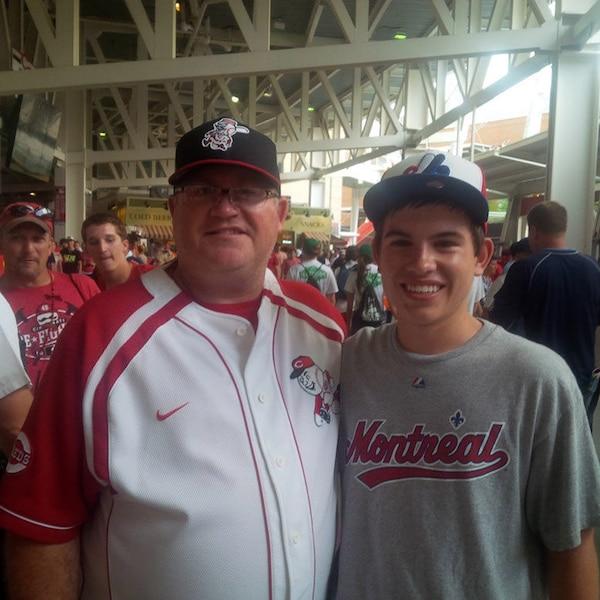 Un grand partisan des Reds, Larry Herges a transmis sa passion du baseball à son fils, mais pas son allégeance: Alex est un partisan des Expos et veut que la métropole retrouve son équipe. Son équipe favorite? Les Rays…