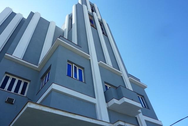 Un édifice d'une grande beauté, de style art-déco.