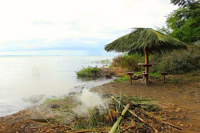 Feu de bois sur une plage  de l'île d'Ometepe.