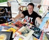 Sébastien Tremblay possède une multitude d'objets de collection à l'effigie de son idole, Paul McCartney. Après plusieurs tentatives infructueuses, il espère enfin rencontrer le célèbre bassisteà Québec en septembre.
