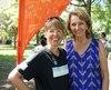 Marlène Bouillon et Céline Muloin, présidente et directrice générale de la Fondation Tel-jeunes, lors de son arrivée au parc La Fontaine, à Montréal, samedi le 11 août 2018.