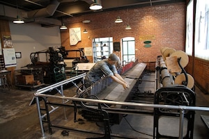 Le Museum ofWork and Culture de Woonsocket raconte l'histoire des centaines de milliers deCanadiens-Français,pour la plupart des fermiers, qui ont immigré enNouvelle-Angleterre entre1840 et 1930 pour travailler dans les usines detextile.