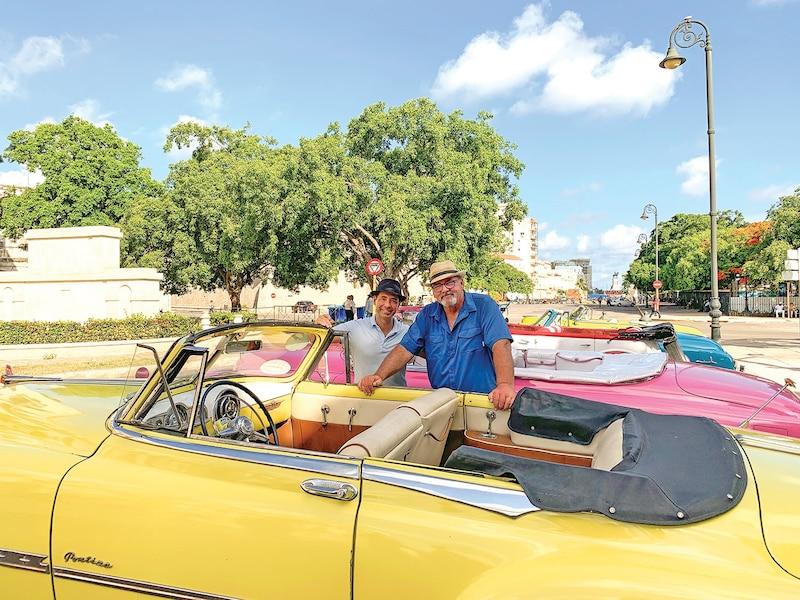Cette Pontiac décapotable des années 1950 a conservé tout son charme grâce à la débrouillardise des Cubains!