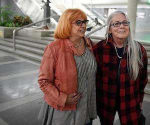 Maintenant que le meurtrier de leur soeur Lyne est derrière les barreaux, Shirley (gauche) et Francine (droite) Massicotte espérent maintenant retrouver un semblant de vie normale.