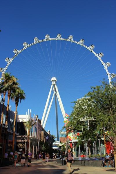 Le LINQ, la nouvelle rue branchée au bout de laquelle trône la plus grande roue panoramique au monde.
