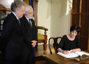 La nouvelle ministre de l'Éducation, Michelle Courchesne, aura la lourde tâche de dénouer la crise