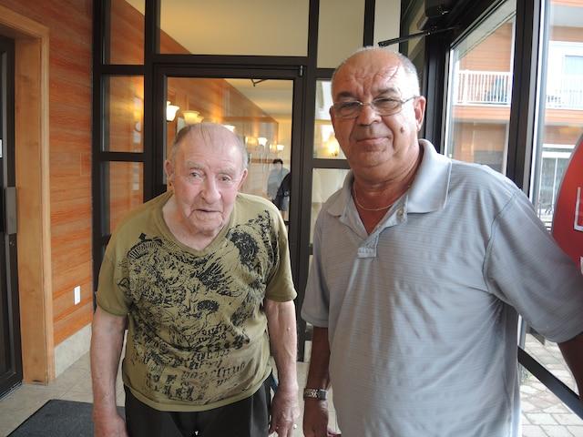 Léo Néron, à gauche, a témoigné de la vitesse à laquelle filait la voiture banalisée. «Il passait vite en maudit», a-t-il dit.