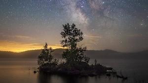 Image principale de l'article 8 endroits où aller guetter les étoiles filantes