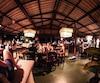 Leur restaurant Crave vend des burgers et de la poutine dans une ambiance relax.