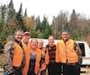 Sylvain Roy (à gauche) s'engage à procéder à des changements concernant les poissons-appâts et la protection de la faune si les électeurs reportent le Parti québécois au pouvoir.