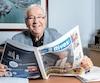 Louis Plamondon tient l'édition de l'hebdo régional qui soulignait sa 11e réélection.
