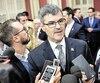Les partis d'opposition ont mis au défi le ministre Éric Caire de respecter sa promesse et de tenir une commission d'enquête publique sur les contrats informatiques. En caucus présessionnel, mardi, il a refusé de commenter.