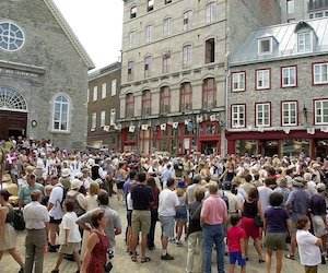 À quelques semaines de la saison forte, les entreprisesquébécoises entourisme jouent la carte de la séduction pour attirer des travailleurs. Sur la photo, les Fêtes de la Nouvelle-France, dans le Vieux-Québec.