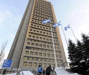 Non seulement le Québec a vu son nombre de fonctionnaires diminuer, mais il y a également moins de travailleurs du secteur public dans la province.