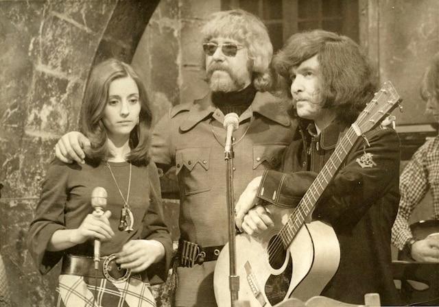 Tex Lecor entouré de Lise et Luc Cousineau.