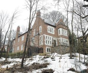Le PDG de SNC-Lavalin, Neil Bruce, a vendu sa luxueuse maison pour 3,3millions$ le 14mars dernier, mais il n'a toujours pas trouvé sa nouvelle demeure.
