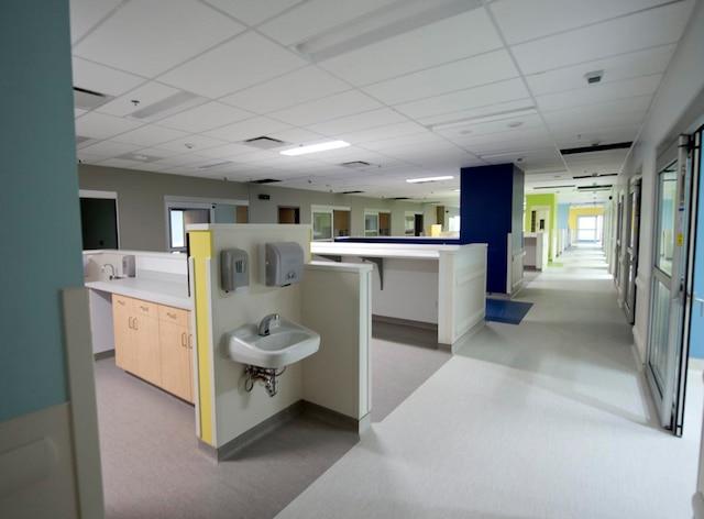 Les employés de l'urgence travailleront au centre des patients.