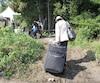 Chaque nouvelle vague de migrants, comme celle qui a cogné aux portes du Québec l'été dernier, ici dans la région de Hemmingford, est accompagnée d'une nouvelle tentative de fraude qui cible les demandeurs d'asile, s'insurge l'avocat en immigration Stéphane Handfield.