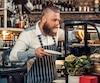 Les personnes qui travaillent pour des petites entreprises bénéficient rarement d'un régime de retraite, d'un REER ou d'un CELI collectif au travail.