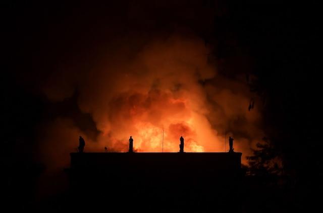Le feu, d'origine encore inconnue, a débuté vers 19h30, alors que le musée était fermé au public.