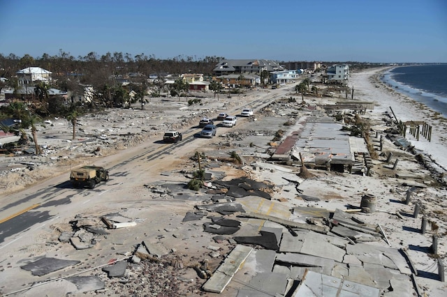 Michael avait violemment frappé mercredi les côtes de Floride, avec des vents à 250 km/h.
