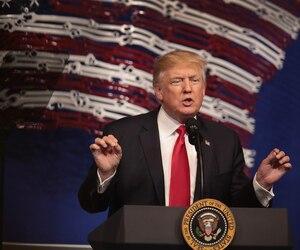 Donald Trump a pris la parole au siège social des outils Snap-On, mardi, à Kenosha, au Wisconsin. Il a réitéré son désir de rapatrier des emplois aux États-Unis et a signé un décret à cet effet.