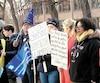 Le projet de loi 21 avait déjà été dénoncé par la communauté enseignante anglophone au début du mois d'avril devant l'établissement Westmount High School, à Montréal.