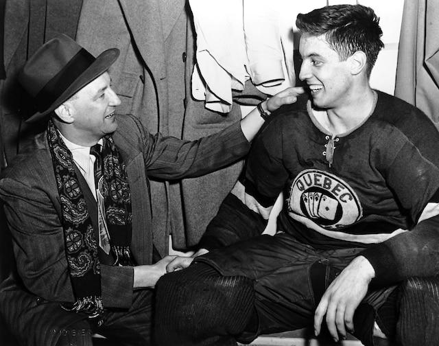 Durant son passage chez les As de Québec, Jean Béliveau a soulevé la coupe Alexander en 1952 et fait la connaissance de George «Punch» Imlach.