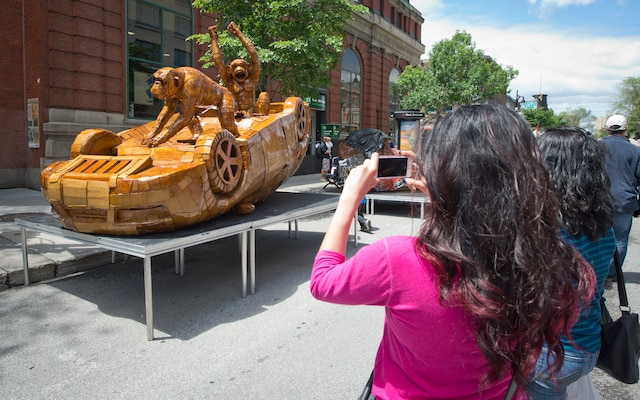 Des oeuvres exposées sur le boulevard Saint-Laurent dans le cadre du Festival Mural, à Montréal, samedi 14 juin 2014.
