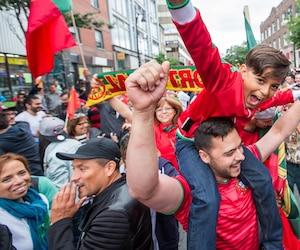 L'ambiance était à la fête sur le boulevard Saint-Laurent après la victoire de l'équipe du Portugal, qui a remporté pour la première fois de son histoire la coupe de l'Euro.
