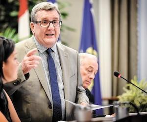 Régis Labeaume est conscient qu'il faudra faire beaucoup d'efforts pour convaincre les détracteurs du projet de tramway et trambus.