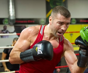 Lucian Bute s'est livré à un entraînement en public, jeudi à Dorval.