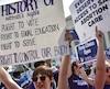 Des militants pro-choix avaient salué la décision de la Cour suprême de ne pas valider le projet de loi du Texas visant à réduire le nombre de cliniques d'avortement.