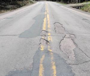La route 169 entre Hébertville et la jonction avec la 175, dans la réserve faunique des Laurentides, fait dur à plusieurs endroits. «Il y a tellement de trous qu'on dirait un terrain de golf», a ironisé un citoyen qui réside près du km 71.