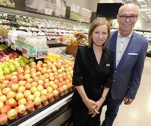 Sylvie Senay et Rolland Tanguay font une percée dans le marché de la région de Québec avec un supermarché Avril, au Carrefour Saint-Romuald.
