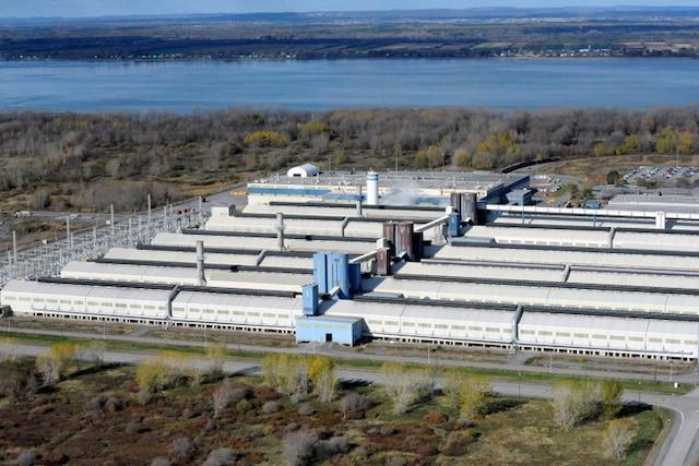 Photos aériennes de l'usine Alcoa à Bécancour, ce mardi 29 octobre 2013.