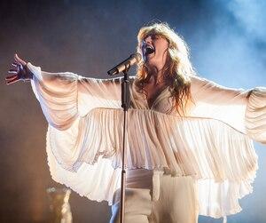 """Florence Welsh de la formation """"Florence and the Machine"""" en prestation lors de la 10ème édition du festival Osheaga, au Parc Jean-Drapeau de Montréal, le 31 juillet 2015 TOMA ICZKOVITS / AGENCE QMI"""