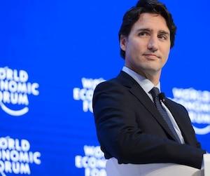 Justin Trudeau, qui participait mercredi au Forum économique mondial en Suisse, a défendu sa décision d'arrêter les frappes aériennes contre l'État islamique.