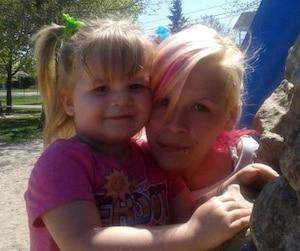 Amanda Trottier et sa fille Savanna, qui avait trois ans au moment du drame. La fillette dormait à l'étage lorsque sa mère a été tuée.