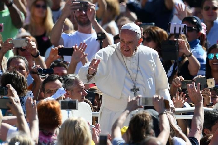 Le pape François, nullement repoussé par la réputation de son visiteur, a affirmé qu'il cherchait toujours à trouver «des portes, même à peine entre-ouvertes».