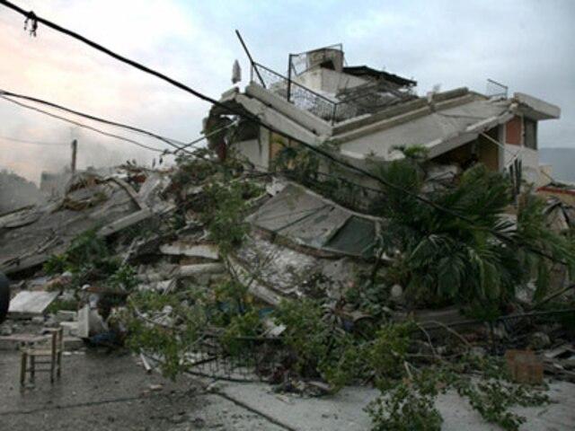 Un autre édifice qui a été complètement démoli par le tremblement de terre.