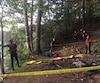 Il a fallu environ une heure aux pompiers pour sortir l'adolescent de sa fâcheuse position, dimanche, au petit matin. Il était tombé d'une falaise en amont de la chute Montmorency.