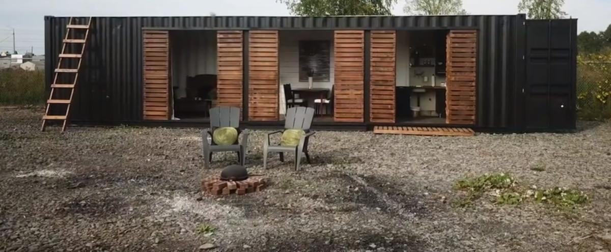 vid o vivre dans un conteneur le journal de montr al. Black Bedroom Furniture Sets. Home Design Ideas
