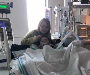 Sabryna Mongeon est sortie brièvement de son coma mercredi matin, le temps de constater ses amputations et de prendre une photo avec sa sœur Samantha.