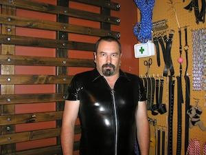 «Les adeptes du BDSM sont comme nous, des monsieur et madame Tout-le-monde», affirme Pierre, qui pratique le sadomasochisme dans «le donjon» de la résidence qu'il partage avec son épouse.